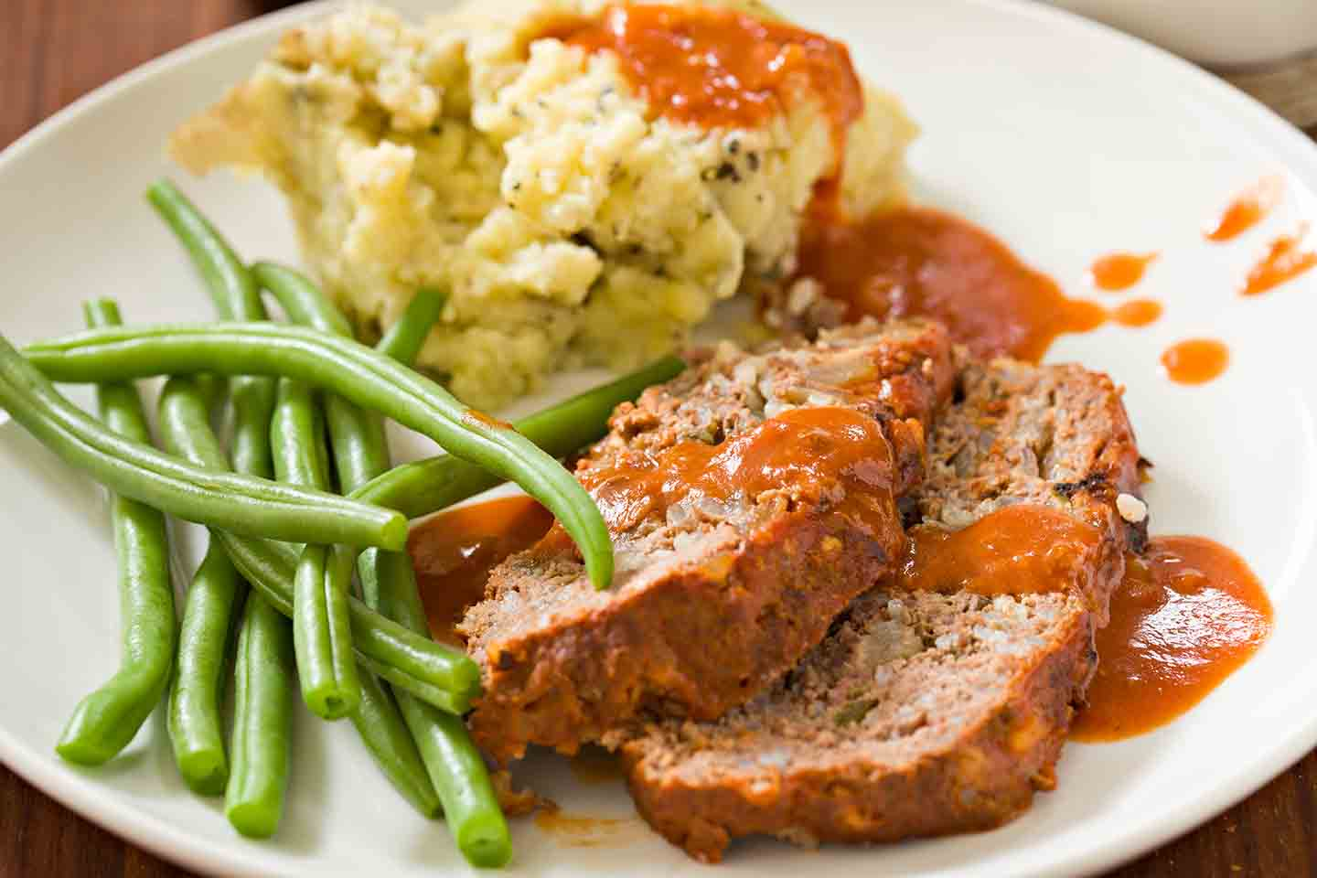 Meatloaf, mashed potatoes and green beans
